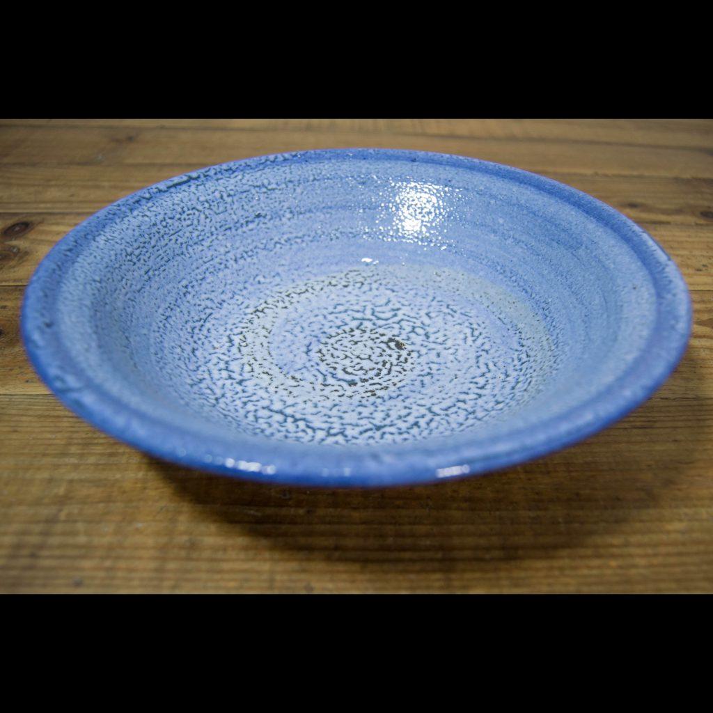Frutero de cerámica azul mediano