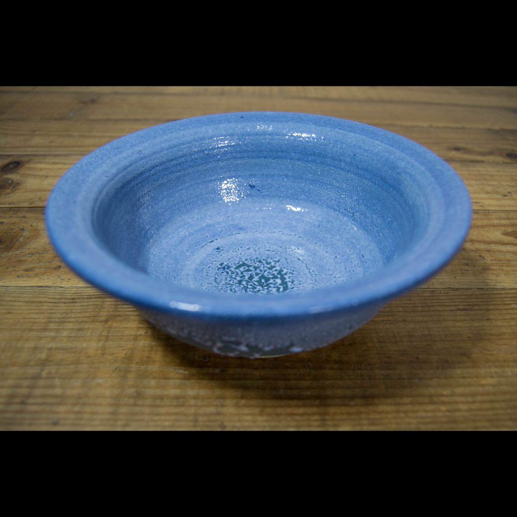 Cuenco pequeño azul de cerámica
