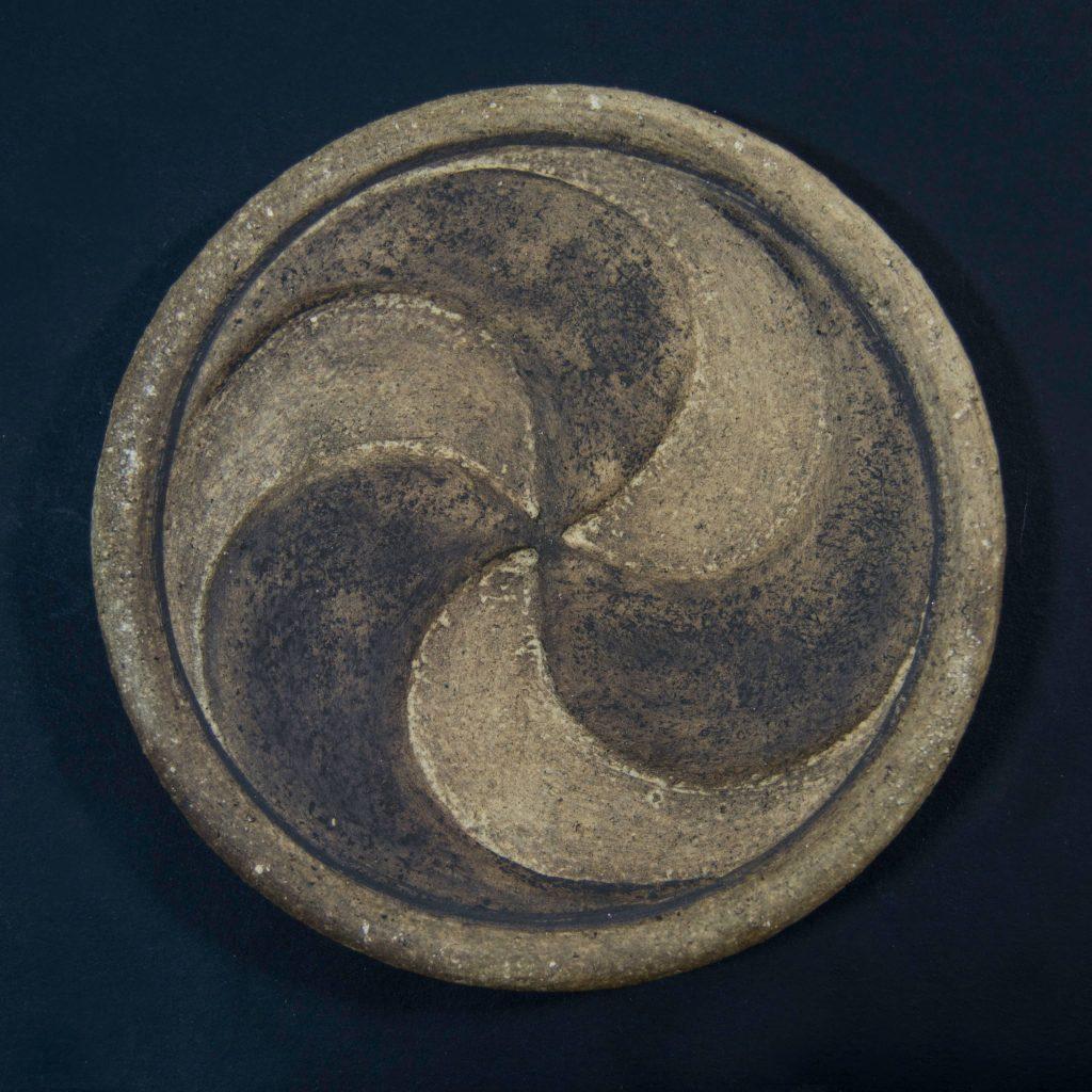 Trisquel marrón sin esmalte de cerámica, hecho a mano en Galicia