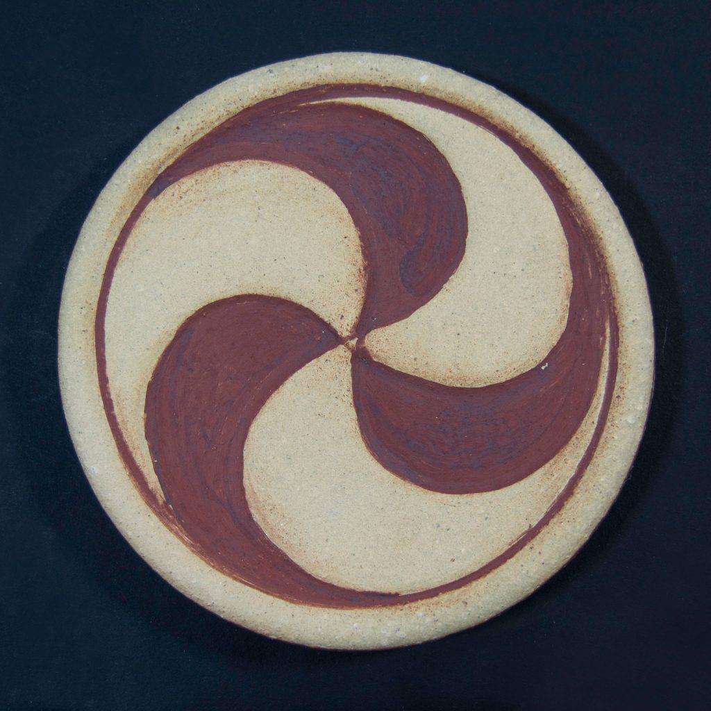 Trisquel color hierro de cerámica, hecho a mano en Galicia