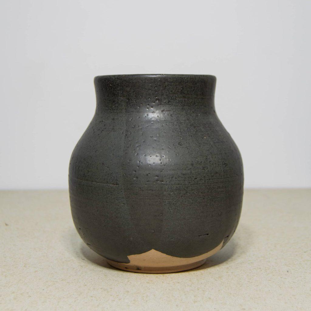 Jarrón negro de cerámica, pieza única. Hecho a mano, decoración del hogar y centros de mesa. Juego de tres unidades