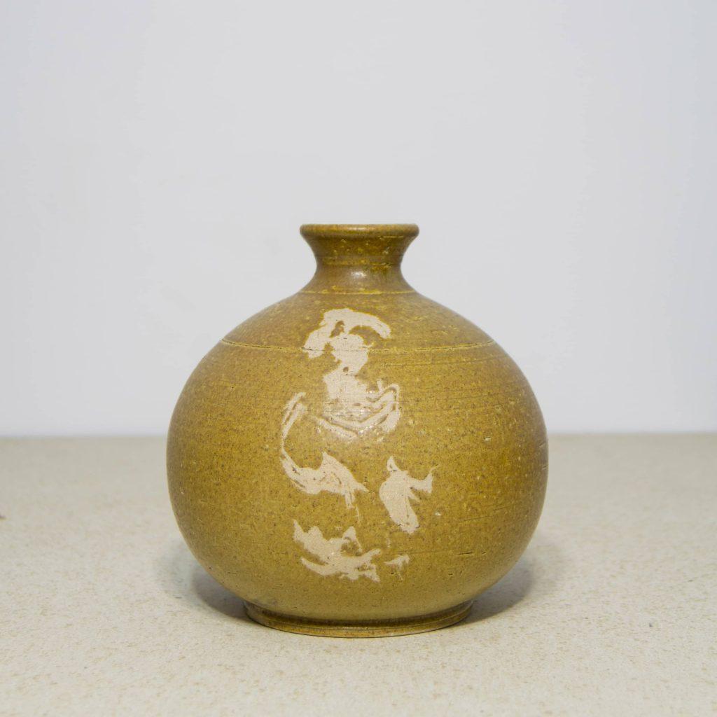 Jarrón amarillo con decoración de garabatos de cerámica, pieza única. Hecho a mano, decoración para sala de estar y centros de mesa. Juego de tres unidades