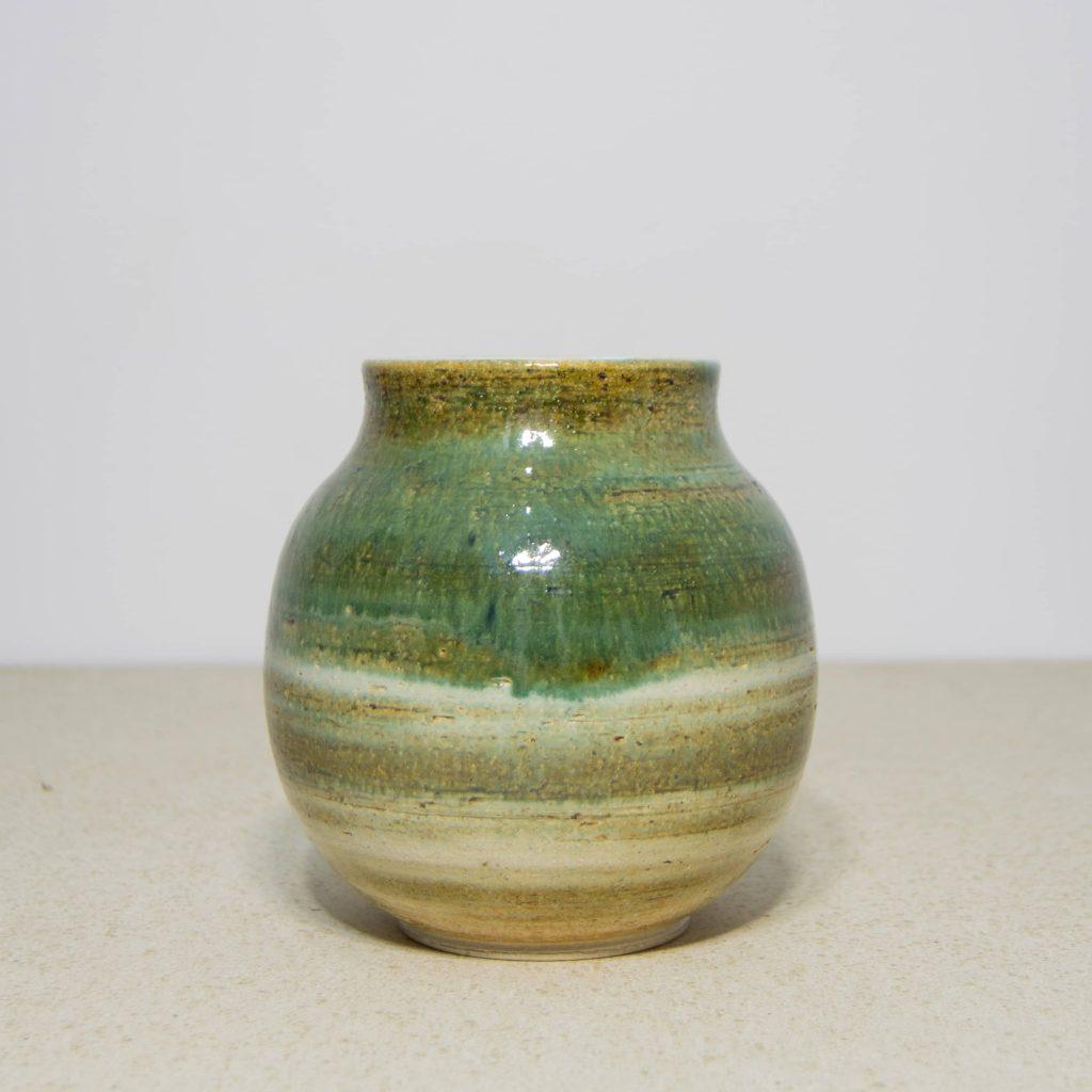 Jarrón esmalte verde de cerámica, pieza única. Hecho a mano, decoración para sala de estar y centros de mesa. Juego de dos unidades