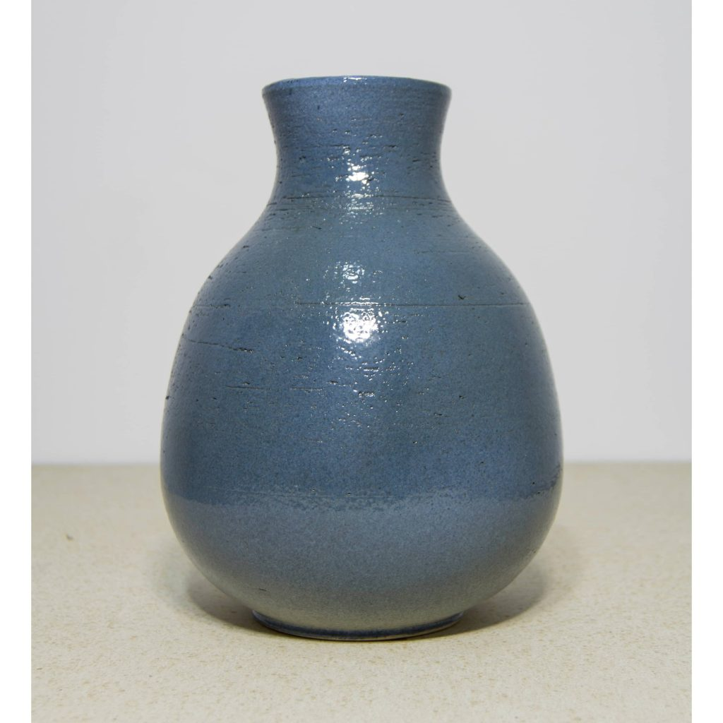 Jarrón azul de cerámica, pieza única. Hecho a mano, florero de mesa